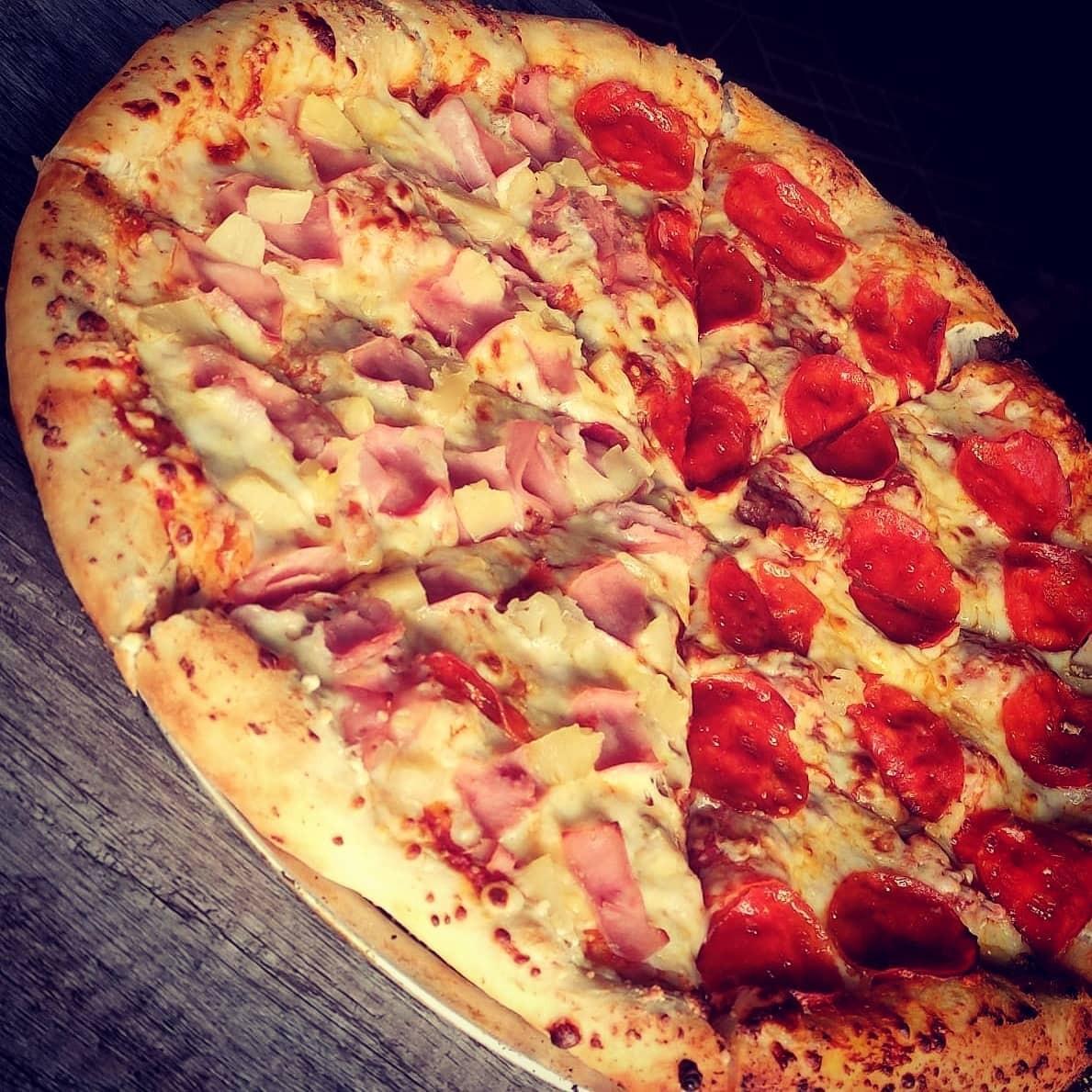 Paquete 1 Pizza Redonda Grande, 1 Alitas o Papas y 1 Refresco