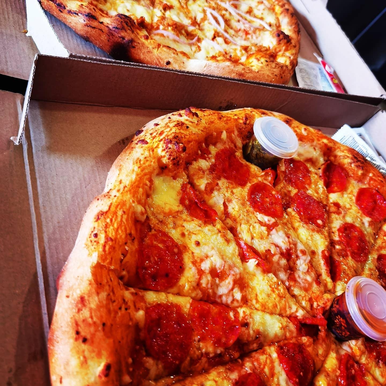 2 Pizzas Redondas Familiares