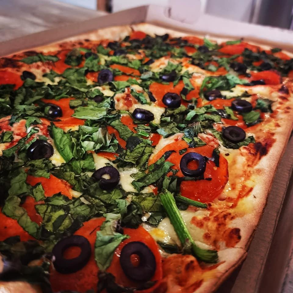 Paquete 1 Pizza Rectangular, 1 Alitas o Papas y 1 Refesco